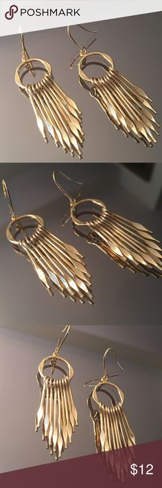 ⭐️HAND CRAFTED EARRINGS HAND CRAFTED EARRINGS. STUNNING AND STYLISH TOTALLY ON TREND Jewelry Earrings