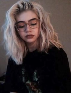 Kort golvend haar, Best Picture For wavy hair braid For Your Taste You are look Short Wavy Hair, Short Hair Styles, Short Bleached Hair, Thick Hair, Hair Inspo, Hair Inspiration, Pretty Hairstyles, Grunge Hairstyles, Grunge Haircut