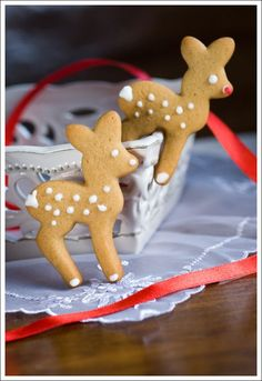 Berry Lovely: Gingerbread reindeer cookies ( I really need to find a deer cookie cutter now ! Christmas Sweets, Christmas Cooking, Noel Christmas, Christmas Goodies, Christmas Crafts, Rudolph Christmas, Xmas, Italian Christmas, Christmas Recipes