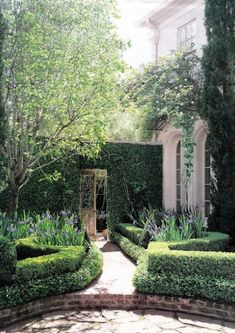 Landscape architect Danny McNair created this lovely two tiered hedge-lined brick pathway.