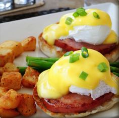 Marmalade Café's classic eggs benedict dish at LAX makes us go OMG. It's a breakfast meal so hearty and flavor-packed, you'll want to savor every bite. Enjoy in Terminal 8 and the new Tom Bradley International Terminal's Great Hall. Bon appetit! #FlyLAXIntl #LAXEats #breakfast #LAX