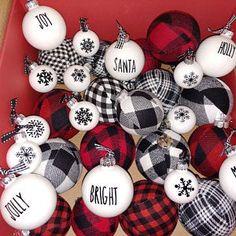 Buffalo Plaid Christmas Ornaments, Buffalo Check Christmas Decor, Modern Christmas Decor, Christmas Ribbon, Diy Christmas Ornaments, Christmas Crafts, Christmas Decorations, Decorating Ornaments, Christmas Displays
