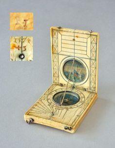Cadran solaire en ivoire daté 1574 - Cadrans solaires européens en ivoire et écaille - Antiquité Delalande