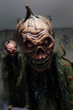 Creepycollection Props New 2017 Haunted House Halloween props. Zombies , Scary clowns. Creatures and Giants we have the best props and the best prices.