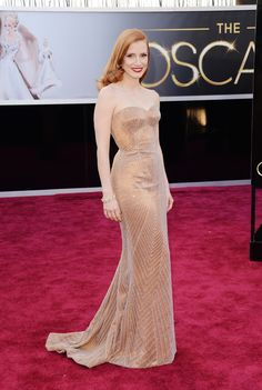Jessica Chastain looks great in Armani, but not the best in the red carpet of the Oscar's 2013