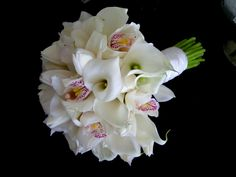 Here is a beautiful wedding bouquet of calla liliy, tulips and white cymbidium orchid. It is out of this world simple and very elegant. I love it! #bouquet