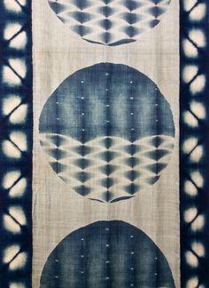 Bind | Fold Japanese Textile Tour 2015 - Arimatsu Shibori Festival Japanese Textiles, Japanese Fabric, Japanese Art, Shibori Fabric, Shibori Tie Dye, Textile Dyeing, Art Textile, Fabric Painting, Fabric Art