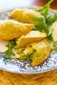 Receta de 'Empanadillas de verduras y queso de cabra' de Pepekitchen para el blog 'A tu Gusto' de superSol. La mejor gastronomía :)