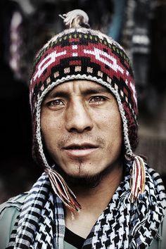 Perú    Retrato del mercado a Ollantaytambo, Valle Sagrado.