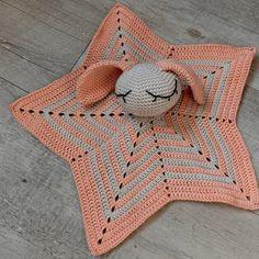 Sur commande  - doudou lapin, amigurumi au crochet, peluche