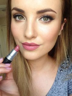 Chloe: LIP natural but noticeable pink lip with subtle highlight on cupid's bow of the lip