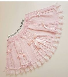 very nice pattern pink jacket for little girls Baby vest with pattern, This post was discovered by Hay, Baby dress with a wonderful collar pattThis baby vest can be a really nice model for our babies. Knit Baby Dress, Knitted Baby Cardigan, Baby Pullover, Shrug Knitting Pattern, Lace Knitting Patterns, Easy Knitting, Diy Crafts Dress, Vestidos Bebe Crochet, Pinterest Crochet