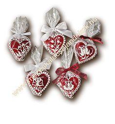 mézeskalács köszönetajándék szív esküvőre 111-705-1  www.mezeskalacsajandekok.hu  www.mezeskalacsajandekok.blogspot Beautiful Cakes, Gingerbread, Delicate, Xmas, The Incredibles, Cookies, Baking, Create, Food