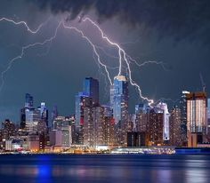 Each second there are 50-100 cloud-to-ground #lightning strikes to the Earth world wide. Other transfer between the #clouds, never striking the earth. The enormous electrical discharge is caused by an imbalance between positive and negative charges. #storm #stormclouds #NYC