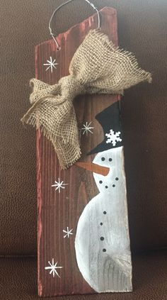 Very cute easy idea no matter what sized board was used. Very cute easy idea no matter what sized board was used. Christmas Wood Crafts, Christmas Signs, Christmas Snowman, Christmas Projects, Winter Christmas, Holiday Crafts, Christmas Ornaments, Snowman Decorations, Snowman Crafts