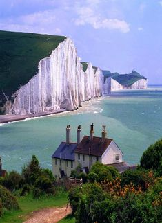 White Cliffs of Dover, England, United Kingdom. www.britishvacationrentals.com #travel #tourism #greatbritain #vacation #britain #discoverbvr #visitbritain