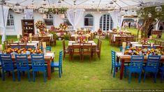 Depois da decoração da cerimônia, o décor da recepção é um dos elementos mais esperados pelos convidados, e é aquele que faz as expectativas dos noivos ir às alturas. Veja as dicas. #casamentoscombr #casamentos #casamentosbrasil #wedding #bride #noivas #decoração #organização #preparativos #dicas #moveisrusticos