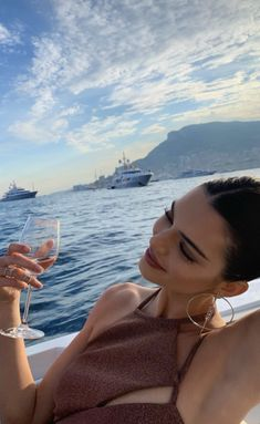 Kendall Jenner flaunts her svelte bikini body as supermodel enjoys 'the sing. - Celebrity Style News: Celebrity Style Fashion and Latest Trends Kendalll Jenner, Kardashian Jenner, Jenner Hair, Kendall Jenner Outfits, Kendall Jenner Instagram, Kendall Jenner Selfie, Kendall Jenner Wallpaper, Kylie Jenner Beach, Kendall Jenner Icons
