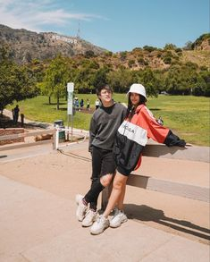 You Have to Check Out Liza Soberano and Enrique Gil's Couple Photos in Los Angeles Right Now - Star Style PH Liza Soberano Fashion, Cute Couples Photos, Couple Photos, Lisa Soberano, Liza Soberano No Make Up, Enrique Gil, Ulzzang Couple, Insta Photo Ideas, Couple Outfits