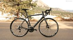 The Focus Cayo 4 0 Disc puts hydraulic discs on a carbon frame with a racy front end for a good price