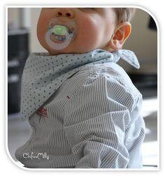 Voici un petit tuto pour réaliser un bavoir chic pour bébé baveur. Le petit plus de ce bavoir c'est qu'il est entièrement réversible car aucune couture n'est apparentes