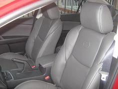 MAZDA 3 ALL NEW | cojineria gris oscuro con costuras blancas y tableros lisos Mazda 3, Car Seats, Grey Leather, Dark