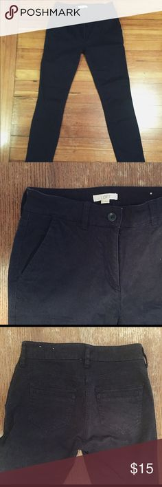 Navy blue Loft skinny chino pants size 2 Loft chino pants. Skinny leg. Navy blue. Size 2. Excellent condition. LOFT Pants Skinny