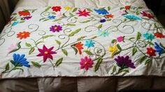 bordado mexicano patrones pie de cama - Buscar con Google Embroidery Hearts, Hand Embroidery Flowers, Embroidery Needles, Crewel Embroidery, Diy And Crafts, Tapestry, Quilts, Blanket, Pillows