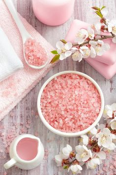When you feel your energy field getting muddled, cleanse it with Himalayan Salt rocks. Himalayan salt bath benefits include detoxifying, moisturizing and pain r Pink Love, Pretty In Pink, Salt Bath Benefits, Himalayan Salt Bath, Himalayan Salt Benefits, Rose Bonbon, Foto Poster, Everything Pink, Bath Salts