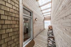Beach House by Cibinel Architecture 01 850x566 Beach House By Cibinel Architecture on the coast of Victoria Beach, Canada