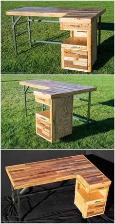 Industrial Standing Executive Desk From Repurposed Pallets Pallet Desk, Diy Pallet Furniture, Wood Furniture, Wood Projects, Woodworking Projects, Pallet Building, Pallet Creations, Pallet Crafts, Wood Pallets