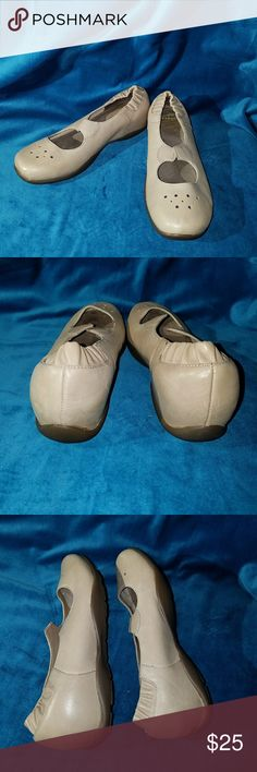 Dansko Nursing Shoes These shoes are brand new and in great condition. My feet are just too wide for them and it is too late to return them. I cut the strap that was on the front of the shoes off because it bothered me. There's nowhere On The Soles. The leather is pristine. Dansko Shoes