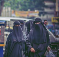 Out Shopping in Niqab
