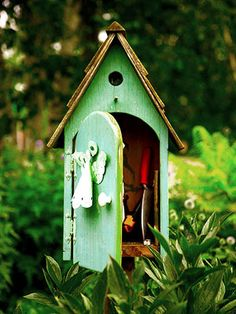 Clever tool station, made to look like a bird house instead of the 'usual' old mailbox tool station.
