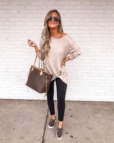 fall outfits with leggings , Spring Outfits Cute Fall Outfits, Fall Winter Outfits, Stylish Outfits, Casual Mom Outfits, Summer Leggings Outfits, Casual Leggings Outfit, Casual Weekend Outfit, Grunge Outfits, Outfits For Vegas