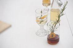 POSCA — ED!BLE Drinks  Essig Drinks sind super fein! und gesund! wirklich! Probier es aus!  Bitter ist das neue Süss. Ramazzotti mit Rosmarinsirup! WOW! #amaro #drinks #rosmarin #silvester #shrub #posca Posca, Wine Decanter, Shrubs, Barware, Drinks, Super, Vinegar, New Years Eve, Healthy