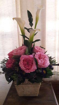 Rosas de jardin y lirios calla