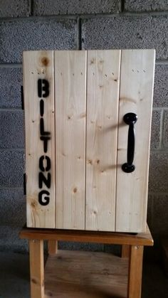 Rustic biltong box African Theme, Biltong, Diy Box, Man Stuff, Diy Projects To Try, South Africa, Smoking, Door Handles, Bbq