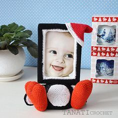 This pattern is available in: English German Russian SKILL LEVEL: INTERMEDIATE Photo Frame PENGUIN – size 23 cm (9 in), if using fingering weight yarn (14 wpi, YarnArtBegonia).
