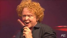 Simply Red - Ain't that a lot of love + Money's too tight - Montreux 2016 Mick Hucknall, Simply Red, Music Publishing, Music Artists, Tights, Money, Simple, Songs, Navy Tights