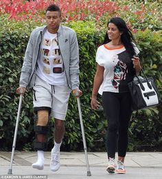Injured: Manchester United midfielder Jesse Lingard leaves Bridgewater Hospital with his right knee bandaged and braced. Sport Football, Football Players, Football Stuff, Soccer, Liverpool Anfield, England Shirt, Jesse Lingard, Marcus Rashford, Manchester United Football