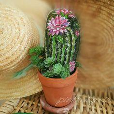Günaydın.. Yeni çalışmalarımdan birini paylaşıyorum bugün... . . . #taşboyama #stoneart #kaktüsçiçeği #cactus Cactus Painting, Pebble Painting, Pebble Art, Stone Painting, Painted Rock Cactus, Hand Painted Rocks, River Rock Crafts, Stone Cactus, Rock Plants