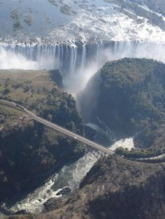 Victoria Falls, Zimbabwe: The Most Creepiest Pool in the World - Akademi Fantasia Travel Places Around The World, Oh The Places You'll Go, Places To Travel, Places To Visit, Around The Worlds, We Are The World, Wonders Of The World, Victoria Falls, Queen Victoria