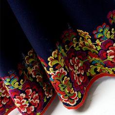 Broderi på stakk Hardanger Embroidery, Folk Embroidery, Cross Stitch Embroidery, Folk Clothing, Folk Costume, Doll Patterns, Scandinavian Design, Handicraft, Norway