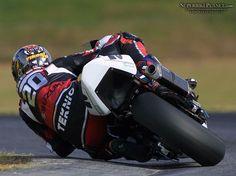 Motorcycles: Knee Dragging