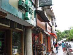 http://goindia.about.com/od/shopping/tp/delhimarkets.htm