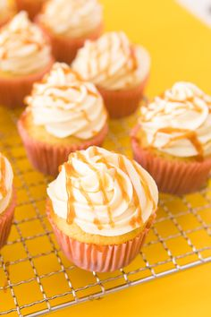 Guava Cupcakes with Cream Cheese Frosting - Sarah Hearts If you love Cuban guava and cream cheese patelitos then you have to make these easy and delicious guava cupcakes with cream cheese frosting and guava drizzle. Guava Desserts, Cuban Desserts, Guava Recipes, Cuban Recipes, Desserts To Make, Tropical Desserts, Hawaiian Recipes, Yummy Recipes, Guava Cupcakes