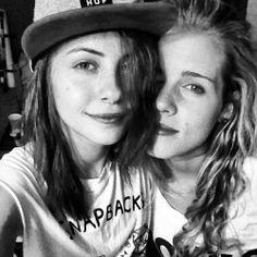 Willa Holland & Emily Bett Rickards