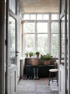 88 Cozy and Simple Farmhouse Entryway Decoration Ideas - World Of Interiors, Interior Exterior, Interior Design, Interior Doors, Diy Interior, Enclosed Porches, Building A Porch, House With Porch, Porch Decorating
