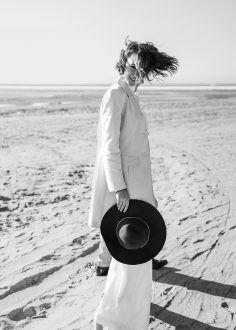 black and white fashion photography AD# 3855508102 Creative Fashion Photography, Photography Women, Street Photography, Portrait Photography, Amazing Photography, Mademoiselle Mode, Beach Shoot, Foto Instagram, Look Fashion